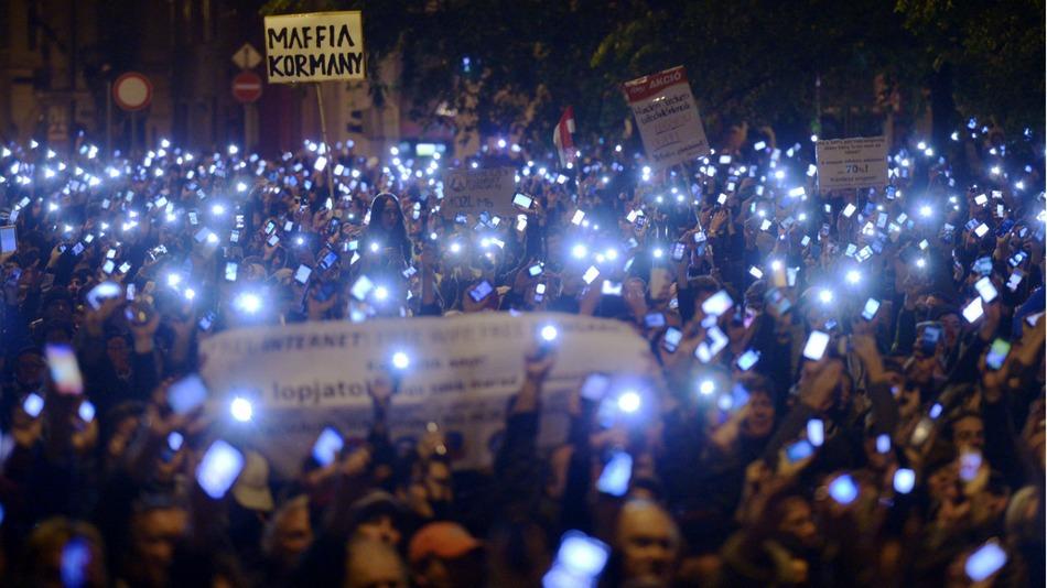 Протесты против налога на интернет в Венгрии