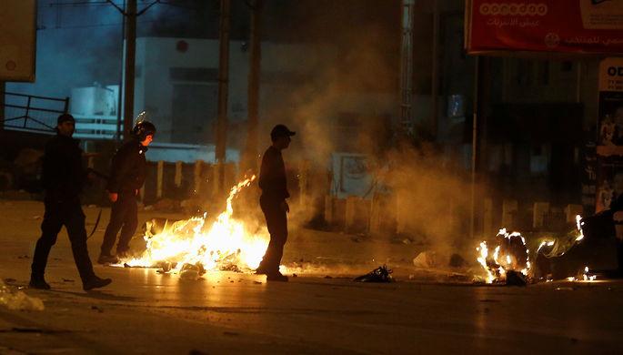 49 полицейских ранены, 206 демонстрантов задержаны— Протесты вТунисе