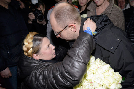 http://img.gazeta.ru/files3/585/5922585/upload-2014-02-22T183022Z_859577512_LR2EA2M1FEB57_RTRMADP_3_URKAINE-CRISIS-TYMOSHENKO-FREED-pic4-452x302-1045.jpg