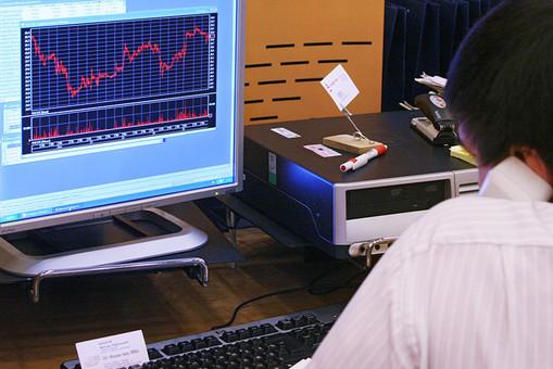 Российский рынок акций начинает неделю ростом
