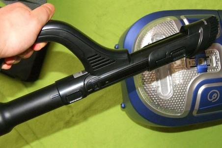 Встроенная в ручку щётка для быстрой уборки