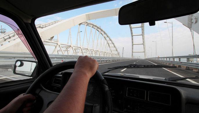 Жители России немогут ездить поКрымскому мосту без нарушений