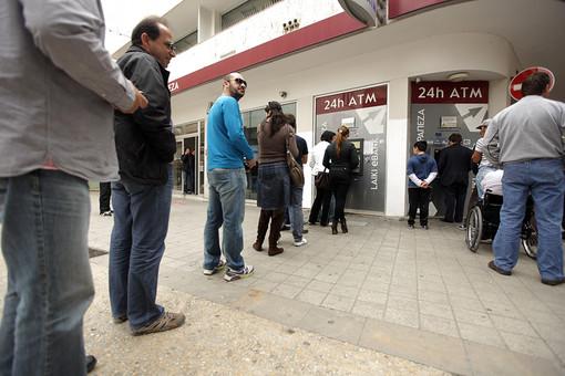 Кипр открывает банки, но запрещает международные операции и вводит ряд других жестких ограничений