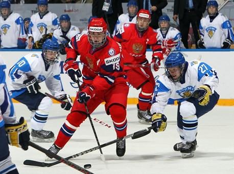 Сборная России против финской команды на юниорском чемпионате мира