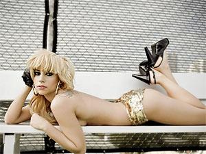 Леди Гага набирает транссексуалов