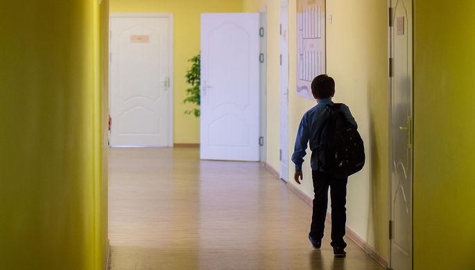 Школа в столице запретила отпускать детей втуалет без справки