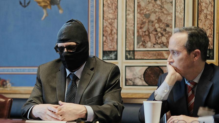 Родченков пришел навстречу сконгрессменами вбалаклаве итемных очках