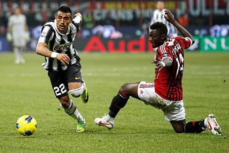 """""""Милан """" вышел на поле с привычной схемой 4-3-1-2 с Пато и Робиньо в линии атаки.  В свою очередь Конте избрал схему..."""
