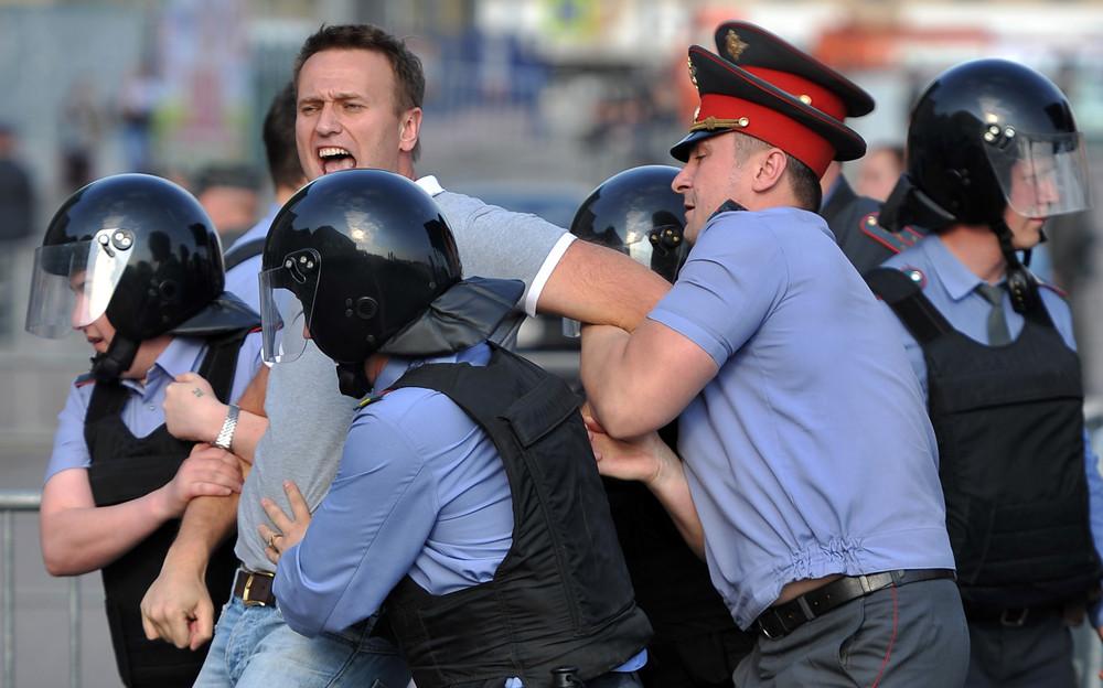 http://img.gazeta.ru/files3/621/4575621/marchofmillions-01-pic4_zoom-1000x1000-64874.jpg