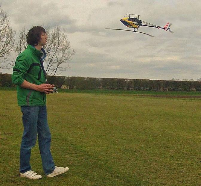 Маллой проводит странные эксперименты с вертолетиком