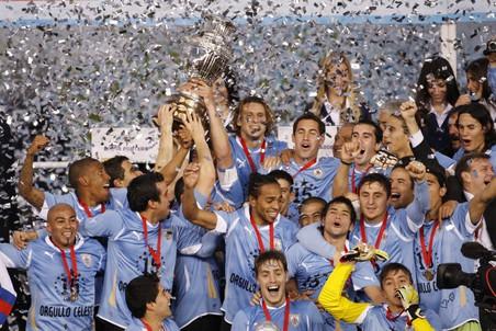 Уругвайский футболист установил рекорд попереходам изклуба вклуб