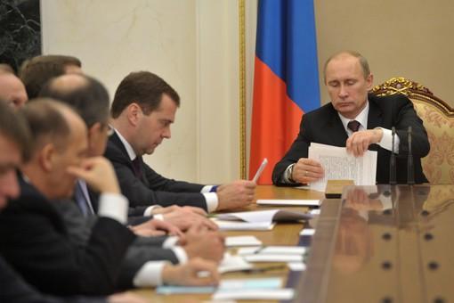 Многие сомневаются в перспективах правительства Медведева