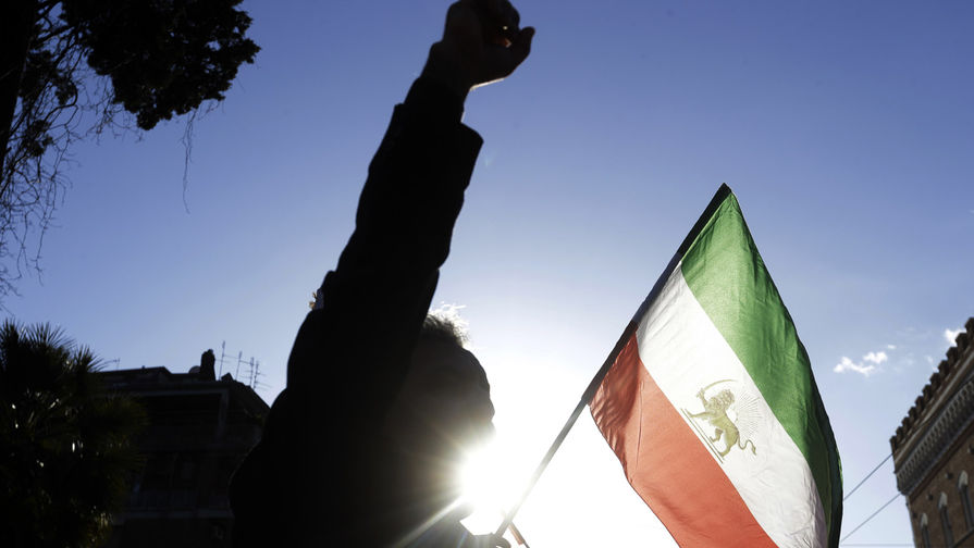 Матч Бундеслиги «Кельн»— «Бавария» был подвергнут цензуре иранскимТВ из-за женщины-судьи