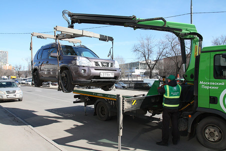 Для перемещения автомобиля необходимо присутствие трех сотрудников службы эвакуации