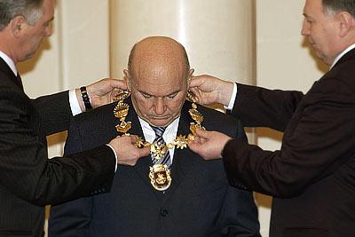 Лужков отправлен в отставку