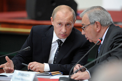 Президент РФ Владимир Путин и председатель совета директоров ОАО «РТИ» Евгений Примаков