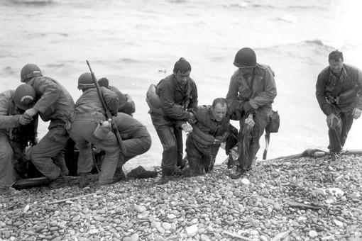 6 июня 1944 года началась высадка войск союзников на севере Франции, в Нормандии. Операция открыла Западный фронт в Европе во Второй мировой войне