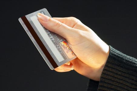 Минфин хочет законодательно ограничить наличные платежи в России
