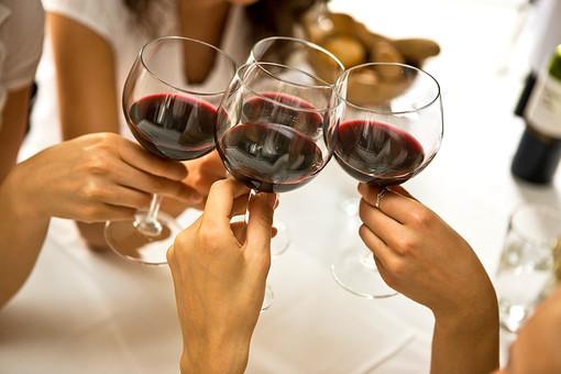 Ученые считают, что польза красного вина для здоровья преувеличена