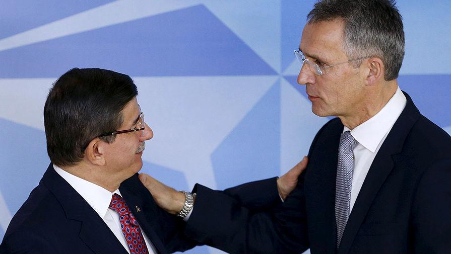 Премьер-министр Турции Давутоглу и генсек НАТО Йенс Столтенберг