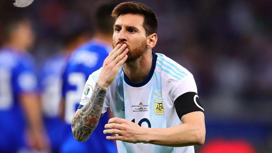 Месси впервый раз спел гимн Аргентины перед матчем