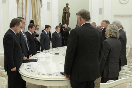 http://img.gazeta.ru/files3/685/3765685/medv-pic4-452x302-80089.jpeg