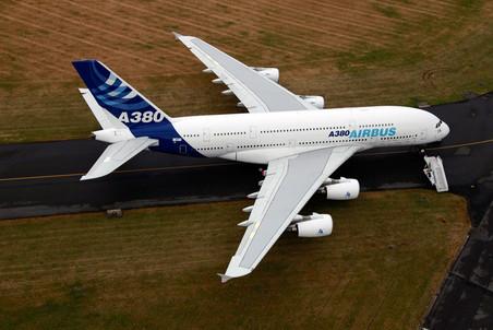 Qantas временно прекратила полеты принадлежащего ей самолета Airbus A380 из-за микротрещин