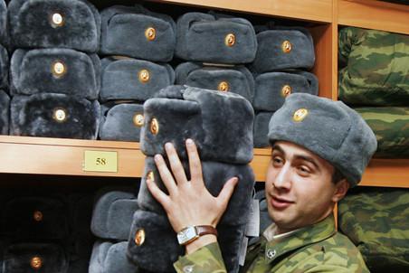 Сенаторы вносят в Госдуму законопроекты, «стимулирующие» россиян к срочной службе
