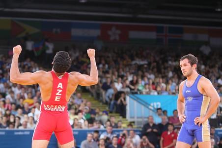 Бесик Кудухов (справа) остался лишь с серебром