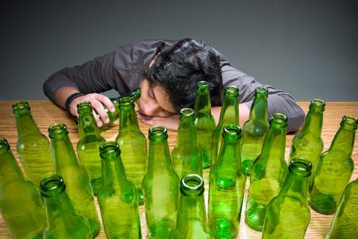 Социальные сети должны предупреждение о смертельной опасности вирусной алкогольной интернет-игры Neknominate