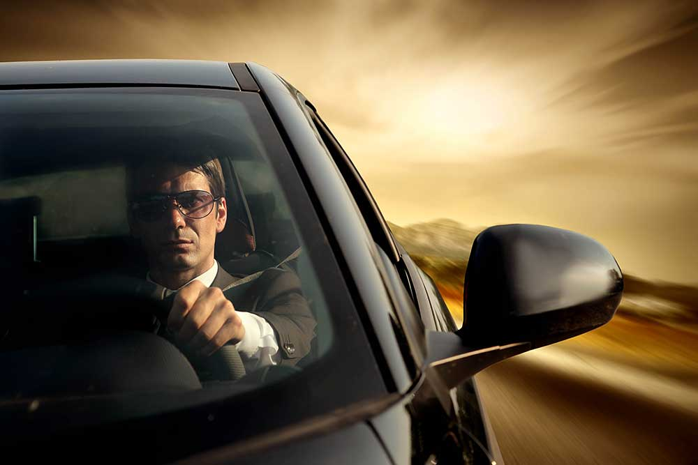 Видео как мужчина едет в машине с бабой смотреть онлайн фотоография