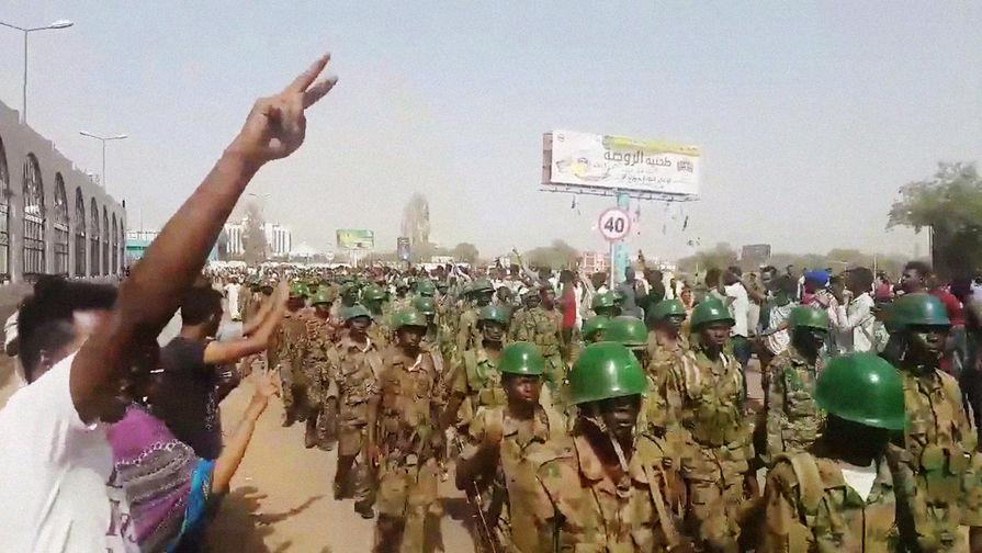 Военный совет Судана освободил посла США отзанимаемой должности