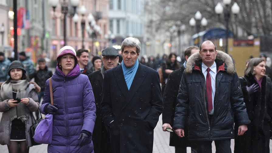 Джон Керри прогулялся по арбату