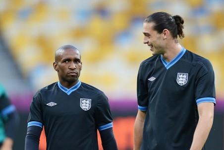 Джермейн Дефо (слева) и Энди Кэрролл на одной из тренировок сборной Англии