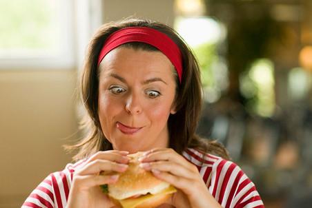 Прием пищи между завтраком и обедом способен свести на нет все усилия по поддержанию веса