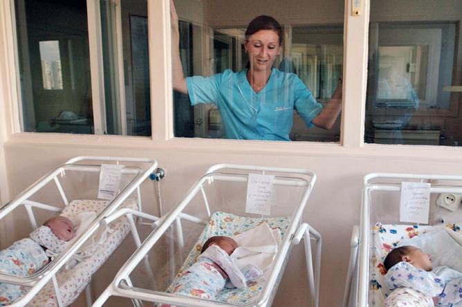 Новорожденных вРФ будут выписывать изроддома сподарками отгосударства