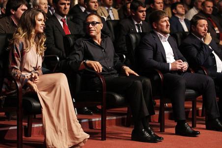 Имиджмейкеры отомстили Хилари Суонк за уволенных агентов