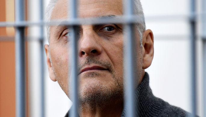 Осужденного экс-главу Сахалина обвиняют вполучении еще 20 многомиллионных взяток