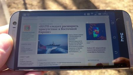 Экран HTC One M8 на ярком солнце