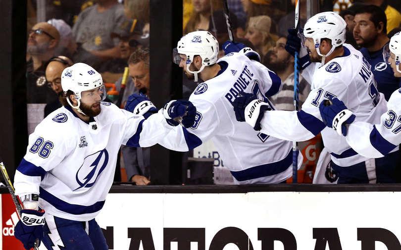 Гол Кучерова помог «Тампе» обыграть «Бостон» вматче плей-офф НХЛ