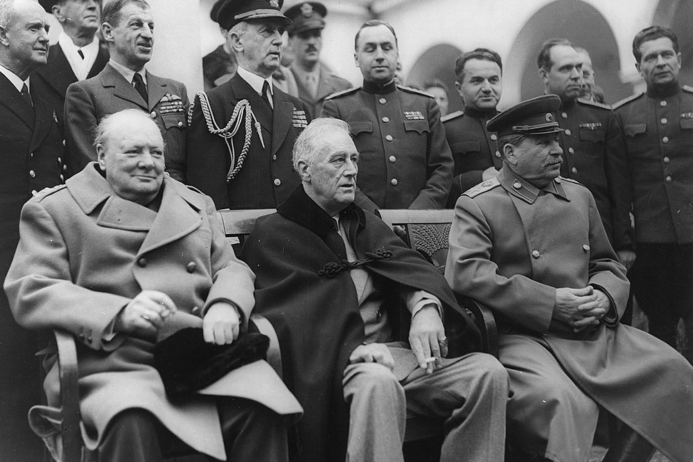 http://img.gazeta.ru/files3/713/6399713/Jalta_1945-pic4_zoom-1000x1000-40854.jpg