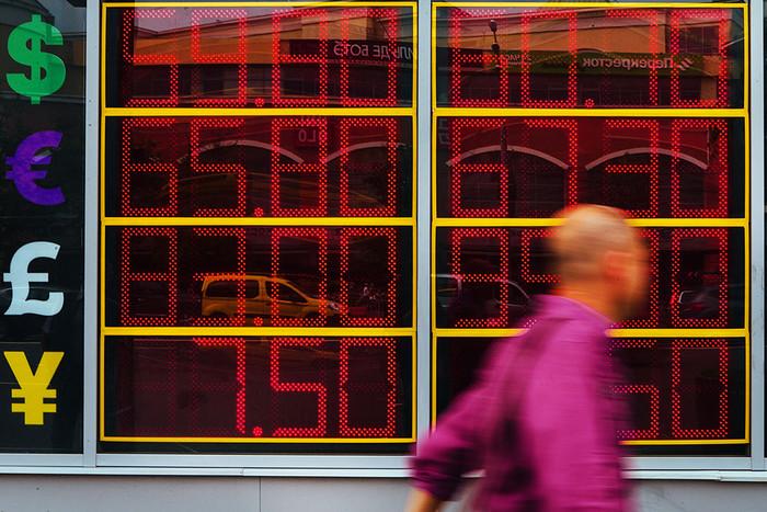 Доллар и русский  руб.  подорожали, евро упал вцене  наторгах 31октября
