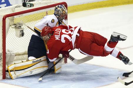 «Детройт» проиграл «Нэшвиллу» третий матч серии 1/8 финала плей-офф НХЛ