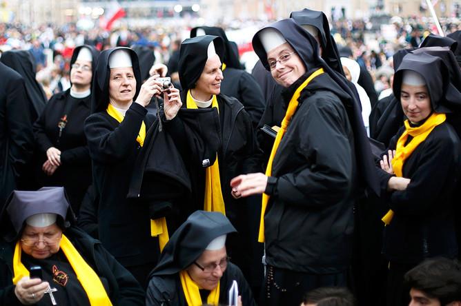 Посмотрите, как монахини исполняют хит группы Queen. Это просто огонь!