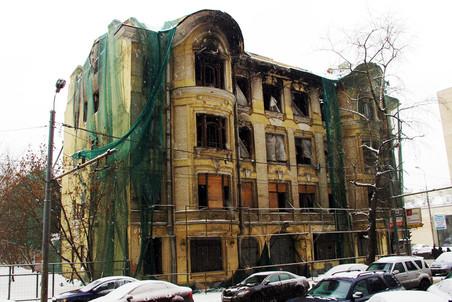 Мосгорнаследие вместе с «Архнадзором» пытаются спасти Доходный дом купца Быкова