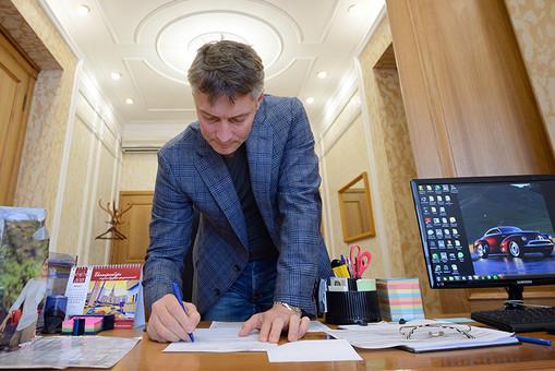 Мэр Екатеринбурга Евгений Ройзман у своего рабочего кабинета