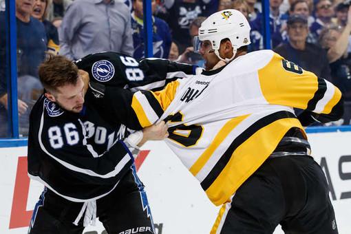 Семен Варламов пропустил шесть шайб вматче НХЛ