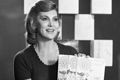 Заслуженная артистка РСФСР Элеонора Беляева ведет передачу «Музыкальный киоск», 1977 год
