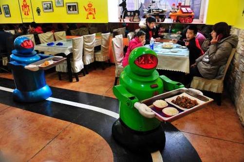 В одном из китайских ресторанов всю работу выполняют роботы