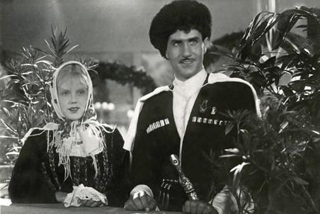 Первая большая кинороль Владимира Зельдина — дагестанский пастух Мусаиб Гатуев. Фильм «Свинарка и пастух» вышел на экраны в 1941 году